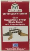 Wills SS28 Single Track Occupational Bridge with Stone Abutments